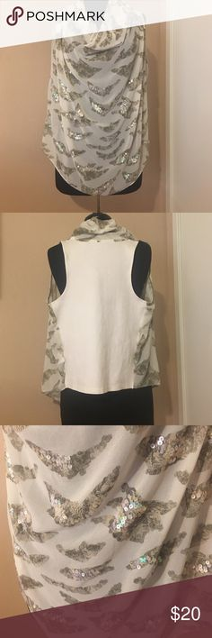 Miss me blouse! It's in great condition, a perfect going out top. There is no snags or stains, it's been well taken care of. Miss Me Tops Tank Tops