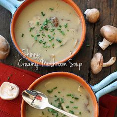 Low fat creamy mushroom soup - It should be criminal for a soup with this level of flavor to be so low calorie. Because now I'm kicking myself for indulging in all those heavy, creamy soups i used to eat ;) Skinnytaste) per cup Diet Soup Recipes, Healthy Recipes, Skinny Recipes, Vegetarian Recipes, Dinner Recipes, Cooking Recipes, Healthy Dinners, Healthy Foods, Healthy Life