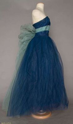 North America's auction house for Couture & Vintage Fashion. Augusta Auctions accepts consignments of historic clothing and textiles from museums, estates and individuals. 1950s Dresses, Vintage Dresses, Vintage Outfits, Vintage Glamour, Vintage Beauty, 1950s Fashion, Vintage Fashion, Beautiful Dresses, Nice Dresses