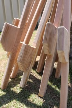 How to make wood stilts. Great tutorial by waldorf inspired moms. I utterly loved my stilts❤️ Kids Woodworking Projects, Wood Projects For Kids, Diy Wood Projects, Woodworking Plans, Wood Crafts, Simple Projects, Woodworking Equipment, Woodworking Supplies, Woodworking Classes
