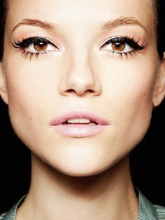 eyeliner make up face fashion look.