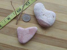 Coppia di sassi, color  rosa e striature in tono, a forma di cuore S.0020