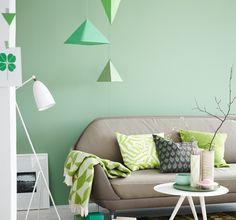 Wohnzimmer in harmonischen Grün- und Brauntönen