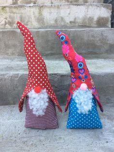 Ab sofort ist meine Weihnachtswerkstatt 2015 geöffnet.     Als erstes habe ich Wichtel genäht:               Ihr möchtet auch so einen Wich...