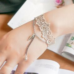 Item Type: Bracelets Fine or Fashion: Fashion Length: 16cm Clasp Type: Lobster Metals Type: Zinc Alloy Shape\pattern: Plant Gender: Women Style: Vintage Setting Type: Prong Setting Material: Lace Chai