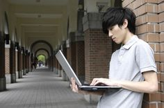 What attracts Chinese students to Australia?