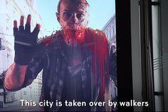 The Walking Dead | Anúncio no ponto de ônibus trouxe zumbis para a cidade