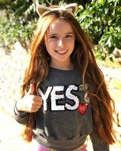 Hannah Montana, Jojo Siwa, Youtubers, How To Look Better, Girl Fashion, Graphic Sweatshirt, Tank Tops, Sweatshirts, Flamingo