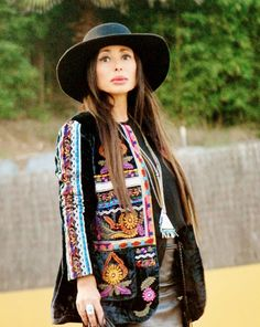 New post on my blog http://nekane2020.blogs.elle.es #bohochic #buscandoaaudrey #embroidery #streetstyle #fashiontrends #look
