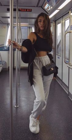 sweatpants outfit for school ; sweatpants outfit for school lazy days ; Estilo Madison Beer, Madison Beer Style, Madison Beer Outfits, Cute Comfy Outfits, Trendy Outfits, Fashion Outfits, Sporty Fashion, Ski Fashion, Sporty Chic