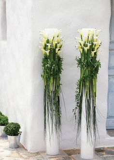 52 Inspiring Green Beach Wedding Ideas 2019 While these aren't centerpieces they are interestingly tall arrangements! Tons of calla lilies bear grass and italian ruscus. The post 52 Inspiring Green Beach Wedding Ideas 2019 appeared first on Flowers Decor. Wedding Arrangements, Wedding Centerpieces, Wedding Table, Floral Arrangements, Wedding Decorations, Wedding Ideas, Wedding Ceremony, Wedding Styles, Wedding Dinner