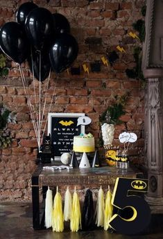 Набор Бэтмен - Batman Party - Ideas of Batman Party - Festa simples Lego Batman Party, Batman Birthday, Superhero Party, Batman Party Decorations, Batman Party Supplies, Batman Wedding, Party In A Box, 6th Birthday Parties, Partys