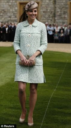 Kate Middleton pregnant: Duchess of Cambridge proudly shows off her baby bump at Windsor Castle Scouts ceremony Kate Middleton Outfits, Kate Middleton Pregnant, Kate Middleton Stil, Estilo Kate Middleton, Kate Middleton Photos, The Duchess, Duchess Of Cambridge, Royal Fashion, Fashion Photo
