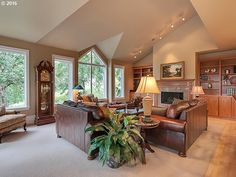 http://www.zillow.com/homes/for_sale/48320930_zpid/1_open/45.350715,-122.645094,45.348901,-122.650297_rect/17_zm/