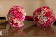 Ramo de dama con claveles rosados y rosa blue curiosa. / Bridesmaids bouquets with pink carnations and blue curiosa roses. Boda realizada por Six SEns en Yucatan. #weddingbouquet #weddingflowers #weddingideas #weddingdestination #mexicoweddingplanning #weddingdesign #yucatanweddingplanning