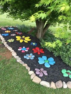 Paint rocks and arrange in flower shapes to make a flower rock garden, kid craft project with painted rocks Garden Yard Ideas, Garden Crafts, Garden Decorations, Diy Garden Projects, Diy Crafts, Diy Garden Decor, Creative Garden Ideas, Backyard Garden Ideas, Yard Art Crafts