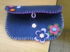 Pochette in pannolenci Pochette in pannolenci The post Pochette in pannolenci appeared first on Berable. Pochette in pannolenci Felt Diy, Felt Crafts, Hobbies And Crafts, Diy And Crafts, Pen Toppers, Felt Case, Summer Crafts For Kids, Leaf Template, Felt Embroidery