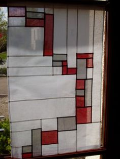 """Savez-vous ce qu'est le """"pojagi""""? Autrefois, les pojagis étaient des tissus d'emballage aux motifs géométriques. Certains étaient faits de plusieurs morceaux cousus (les chogakpo), d'autres étaient brodés (les subo) Aujourd'hui, le pojagi est une technique... Fiber Art Quilts, Stained Glass Quilt, Quilting Board, Quilt Modernen, Korean Art, Textile Artists, Fabric Art, Design Elements, Lana"""