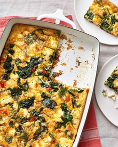 Make-Ahead Baked Greek Omelet with spinach and feta Brunch Menu, Brunch Recipes, Healthy Dinner Recipes, Healthy Snacks, Breakfast Recipes, Breakfast Dishes, Brunch Ideas, Breakfast Time, Vegetarian Entrees