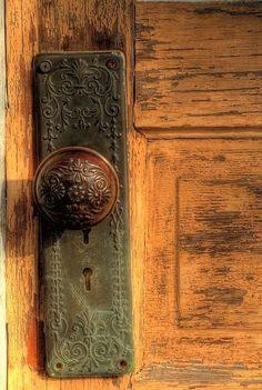 Old doors and door knobs. Vintage Door Knobs, Door Knobs And Knockers, Antique Door Knobs, Vintage Doors, Knobs And Handles, Antique Doors, Cool Doors, The Doors, Windows And Doors