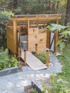 Composting Toilets, The Basics - What Are They And How Do They Work? - Composting Toilets, The Basics – What Are They And How Do They Work? Composting Toilets, The Basics – What Are They And How Do They Work? Outdoor Toilet, Outdoor Baths, Outdoor Bathrooms, Small Bathrooms, Outhouse Bathroom, Off Grid House, Bamboo House, Composting Toilet, Glamping