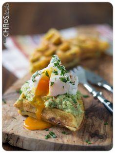 Kartoffelwaffeln, Guacamole, pochiertes Ei Waffle Recipes, Guacamole, Soul Food, Avocado Toast, Food Art, Baked Potato, Waffles, Food Photography, Brunch