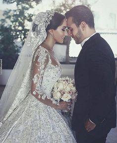 Lindos! Via ✨ @larobe_bridal ✨ para inspirar! Foto: Said Mhamad ⠀