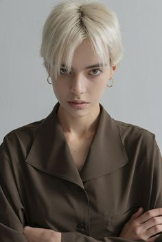 Aesthetic People, Aesthetic Girl, Foto Portrait, Portrait Photography, Hair Inspo, Hair Inspiration, Shot Hair Styles, Hair Reference, Androgynous Fashion