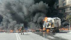 #Майдан палають шини - комунальники хочуть прибрати барикади, майданівці проти 7.8.14 pic.twitter.com/aM0YU5DisL INSIDER @theinsider_ua