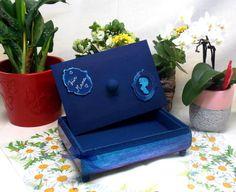 Diese wunderschöne Box ist mit Liebe selbstgemacht und eignet sich als Geschenk für Familie und Freunde. Blog, Planter Pots, Creative Products, Natural Materials, Friends, Homemade, Handarbeit, Love, Gifts