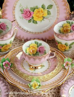 Vintage china elegance in pretty pinks and roses│The Vintage Table