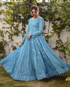 Indian Gowns Dresses, Indian Fashion Dresses, Indian Designer Outfits, Designer Dresses, Indian Outfits, Long Dresses, Designer Wear, Abaya Fashion, Ball Dresses