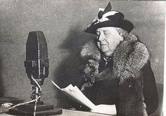 Wilhelmina die vanuit Engeland verzet pleegde door bijvoorbeeld radio te maken