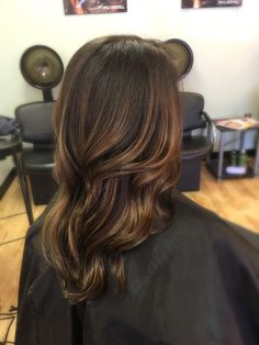Easy maintenance balayage highlights for brunettes // ash salted caramel highlights for dark hair types // Latina Indian ethnic Asian Caucasian hair color