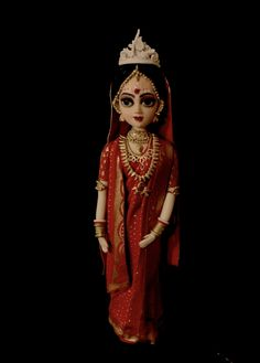 This bride represents a state in the east called West Bengal. She is a bride in her traditional attire of a red silk saree embroidered in gold and adorned with gold jewellery and the crown is traditionally. Beautiful Wedding Cakes, Perfect Wedding, Hot Pink Cakes, Fondant Rose, Cake Trends, Wedding Cake Designs, Red Silk, Indian Dresses, Indian Wear