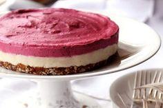 Na tomto receptu není co zkazit. Je opravdu jednoduchý a tak lahodný. Nejlepší na tom je, že tento dort obsahuje jen zdravé tuky a cukry. No není to paráda? Poslouží Vám skvěle jako dezert do horkého počasí. Obsahuje plno živin, minerálů a vitamínů a to díky tomu, že neprojde tepelnou úpravou. Takže tento dort můžete …