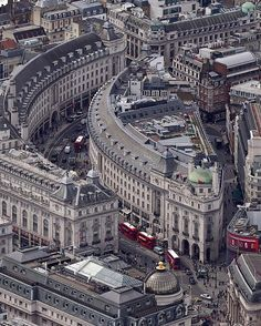 Regent Street [Westminster] Londres U. London City, London Street, Beautiful London, Beautiful Places, Photo Voyage, London History, London Places, England And Scotland, Travel Around The World