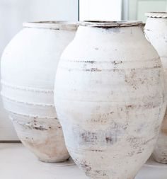 Lovely old pots with limewash paintwork Wabi Sabi, Olive Jar, Shades Of White, Ceramic Pottery, Ceramic Vase, Home Accessories, Pure Products, Inspiration, Interior Design