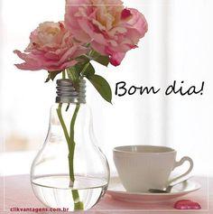 Bom dia pra #você. Bom dia #vida. Bom dia #trabalho. Bom dia #fé. Bom dia #coragem. Bom dia #alegria. Bom dia #família. Bom dia #Deus, bom dia #amigos!