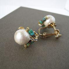 コットンパールの下半分へ飾りをつける方法です!... Handmade Accessories, Handmade Jewelry, Clip Earrings, Designer Earrings, Beautiful Earrings, Wire Jewelry, Jewerly, Projects To Try, Beads