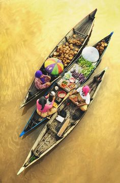 Traditional floating market at South Borneo ( Indonesia )