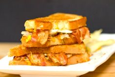 Bacon, Egg & Hash Brown Grilled Cheese Sandwich - Recipes to Try - Grilled Cheese Recipes Easy, Best Grilled Cheese, Sandwich Recipes, Sandwich Ideas, Grilled Sandwich, Hash Browns, Breakfast Recipes, Breakfast Sandwiches, Breakfast Items