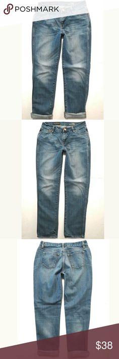 32c956808dd52 J Crew Broken in boyfriend Mid rise Light wash 26 Women s J Crew jeans size  26