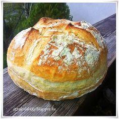 Minden nap tanulunk valamit.....aki nyitott szemmel jár, egész életében! A mai kenyér receptjét Irázi Viktóriától lestem el. Nagyon f...