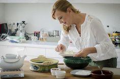 Videóreceptek a Bosch támogatásával - Karfiolpizza Christmas Baking, Tableware, Dinnerware, Tablewares, Dishes, Place Settings, Christmas Cookies