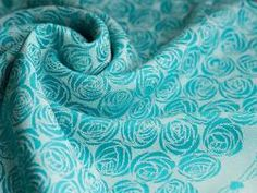 Roses Sàl Baby Wrap by Oscha is a thick and cushy boutique blend made from 35% organic combed cotton, 35% wool, 15% cashmere and 15% silk. 7 wraps were made, approx 360gsm.