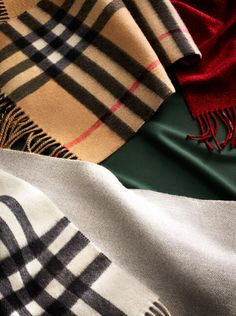 Discover a selection of Burberry scarves in soft cashmere, from seasonal prints to classic check.