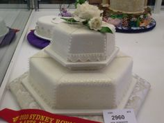 SRES - Two tiered. Fine white detail. Wedding cake. 2010.