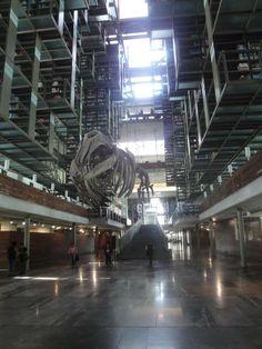 En la nave principal del recinto se encuentra Mátrix Móvil, obra del artista plástico Gabriel Orozco, quien transformó una estructura ósea de una ballena de mil 696 kilos en una pieza de arte única y que se ha convertido en el ícono del lugar.