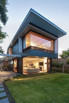 Contemporary Coogee House in Sydney by Tanner Kibble Denton Architects Chic Sydney House Extends Its Living Area With A Cool Glass Roofed Pergola Best Small House Designs, Modern House Design, Modern Houses, Contemporary Design, Prefabricated Houses, Prefab Homes, Minimalist Architecture, Architecture Design, House Layouts